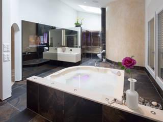 wellnessraum in penthaus: ausgefallene Badezimmer von balneo-design   harald schnur