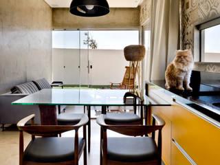 Box House: Salas de jantar  por 1:1 arquitetura:design