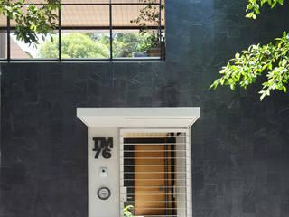 Casa CorManca:  de estilo  de PAUL CREMOUX studio