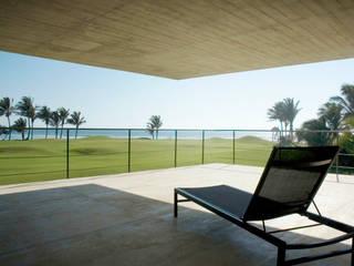 La Caracola Casa de Playa:  de estilo  de PAUL CREMOUX studio