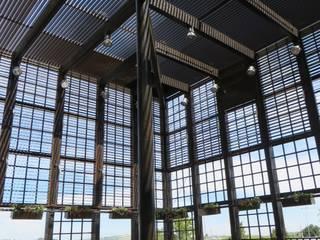 CENTRO COMERCIAL AREA SUR:  de estilo  de Martín y Mazza Arquitectos