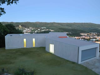 Jorge Guedes's House 100 Planos Arquitectura Lda HogarAccesorios para los animales