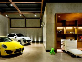 Concesionarias de automóviles de estilo  por 1:1 arquitetura:design