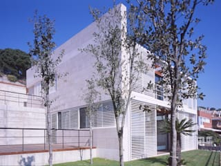 by CACERES arquitectes
