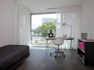STAGING ARBEITSZIMMER: moderne Arbeitszimmer von 1-2-3 Verkauft