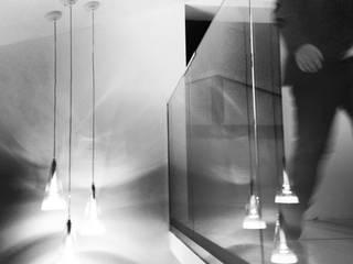 Casa L: Soggiorno in stile in stile Minimalista di MM A | Massimiliano Masellis Architetti