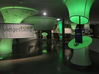 Jetzt wird's extrem: ausgefallener Multimedia-Raum von Impuls-Design GmbH & Co. KG