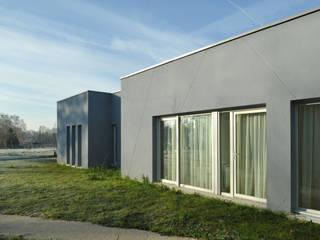 FOYER D'ACCUEIL MEDICALISE POUR ADULTES POLYHANDICAPES Cliniques modernes par MENGEOT & Associés Architecte Moderne