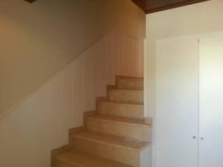 Pasillos, vestíbulos y escaleras de estilo clásico de Masquepintura Clásico