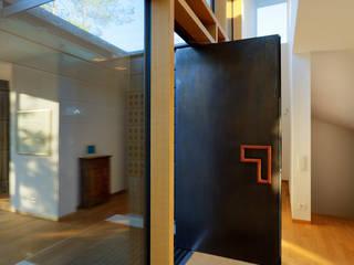 Haus I:   von design associates
