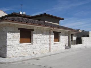 Fachada exterior:  de estilo  de Sac - Arquitectura