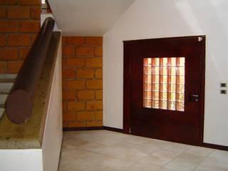 CESAR MONCADA SALAZAR (L2M ARQUITECTOS S DE RL DE CV) Modern style doors