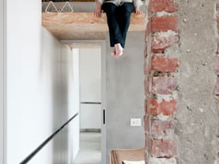 Houses by Cristina Meschi Architetto, Industrial