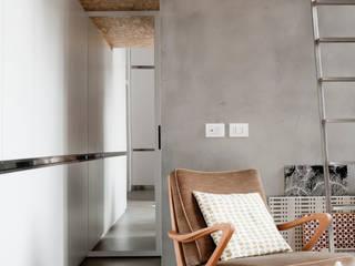 SOPPALCO E ANTIBAGNO: Case in stile in stile Industriale di Cristina Meschi Architetto