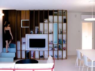 Salas de estar modernas por Angeli - Brucoli Architetti Moderno