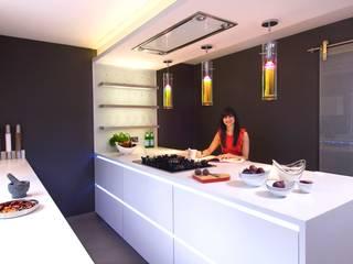 ANJALI PATAK'S KITCHEN Modern kitchen by Diane Berry Kitchens Modern
