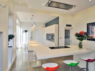 MR & MRS WHITESIDE'S KITCHEN Modern kitchen by Diane Berry Kitchens Modern
