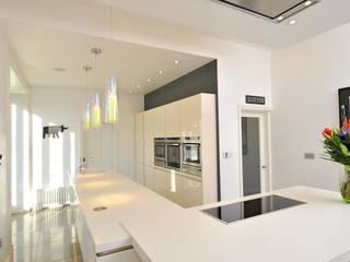 MR & MRS WHITESIDE'S KITCHEN:  Kitchen by Diane Berry Kitchens