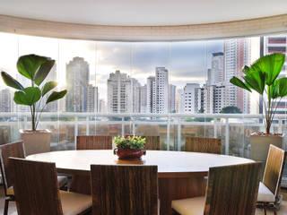 PROJETO IDENTIDADE BRASILEIRA - TERRAÇO GOURMET Varandas, alpendres e terraços modernos por Adriana Scartaris: Design e Interiores em São Paulo Moderno