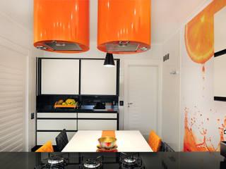 PROJETO COZINHA COLORIDA por Adriana Scartaris: Design e Interiores em São Paulo Moderno