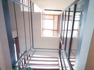 Wohnhaus: modern  von Keyfacts of Architecture,Modern