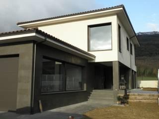 garaje:  de estilo  de Muneta Arquitectura S.L.P.
