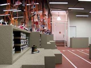shoeshop kids Negozi & Locali commerciali moderni di AMBROGIO BARBIERI ARCHITETTI Moderno