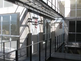 Living Zapata: Oficinas y tiendas de estilo  por Living SLVK