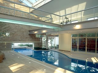 Piscinas de estilo  de Betty Birger Arquitetura & Design