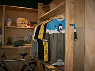 OLTRE+ store design & bike di GUPACASANATURALE