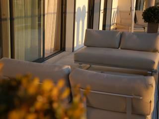 Modern balcony, veranda & terrace by Amber Design Modern