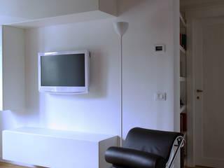 Casa B:  in stile  di A&M Studio