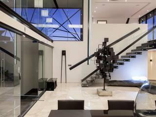 Casas  por Nico Van Der Meulen Architects , Moderno