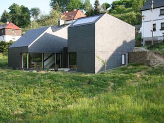 Haus Gaber/Richter: moderne Wohnzimmer von F29 ARCHITEKTEN GMBH