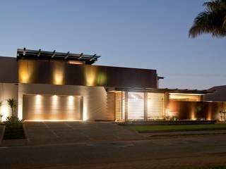 Casas de estilo  de Nico Van Der Meulen Architects , Moderno