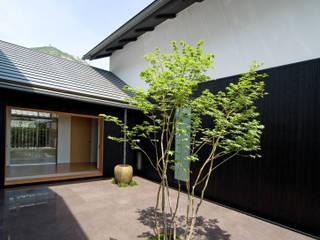 景色と共に生きる家: 株式会社古田建築設計事務所が手掛けた庭です。