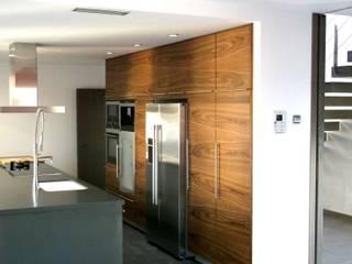 NUÑO ARQUITECTURA Modern kitchen