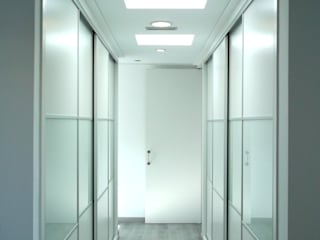 NUÑO ARQUITECTURA Modern dressing room