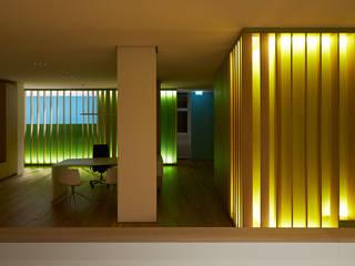Hinterleuchtete Lamellenstruktur:   von 'asp' Architekten Stuttgart