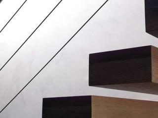 NUÑO ARQUITECTURA Modern corridor, hallway & stairs Wood Wood effect