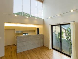 景色と共に生きる家: 株式会社古田建築設計事務所が手掛けたダイニングです。