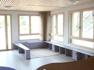 Scuole moderne di Holzer & Friedrich GbR Moderno