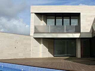 Vivienda Arcos de la Polvorosa Zamora: Casas de estilo minimalista de UA30 Arquitectos S.L.P.