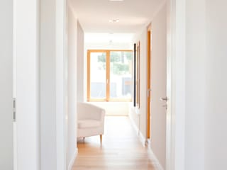 in_design architektur Modern Corridor, Hallway and Staircase