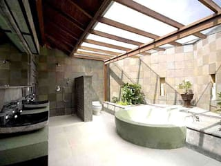 Tropical style bathroom by comprar en bali Tropical