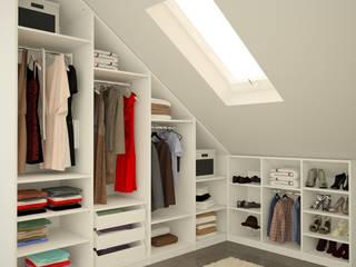 Begehbarer Kleiderschrank unter Schräge:  Ankleidezimmer von meine möbelmanufaktur GmbH