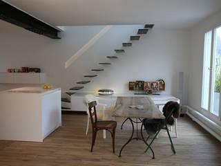 Salle à manger: Maisons de style de style Moderne par Galaktik