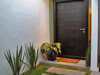 Casa Guadalquivir Puertas y ventanas modernas de CORTéS Arquitectos Moderno