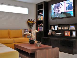 Casa Guadalquivir: Salas de estilo  por CORTéS Arquitectos