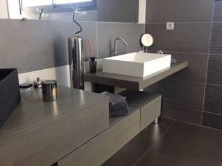 Minimalist style bathroom by Myriam Galibert Amenagement Minimalist